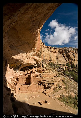 Alcove and Long House, Wetherill Mesa. Mesa Verde National Park (color)