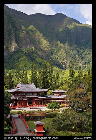 Byodo-In temple and Koolau Mountains, Valley of the Temples, morning. Oahu island, Hawaii, USA