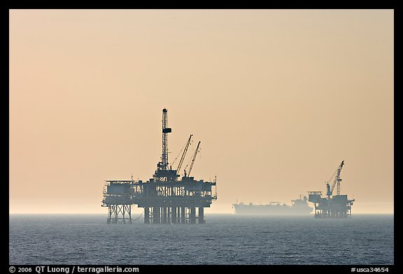 Off-shore drilling platforms and tanker. Huntington Beach, Orange County, California, USA