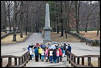 School children and memorial obelisk, Minute Man National Historical Park. Massachussets, USA (color)