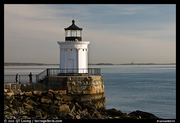 Children and Bug Light. Portland, Maine, USA