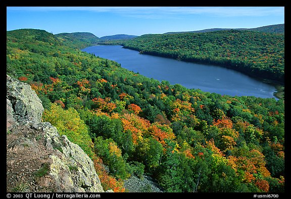 Lake of the Clouds with early fall colors, Porcupine Mountains State Park. Upper Michigan Peninsula, USA