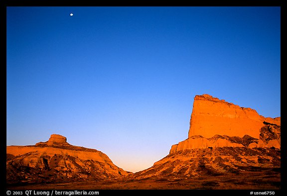 Scotts Bluff, Mitchell Pass, and  South Bluff at sunrise with moon. Scotts Bluff National Monument. Nebraska, USA (color)