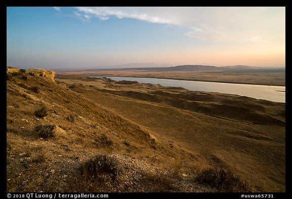 Shrub-steppe terrain and Columbia River, Wahluke Unit, Hanford Reach National Monument. Washington (color)