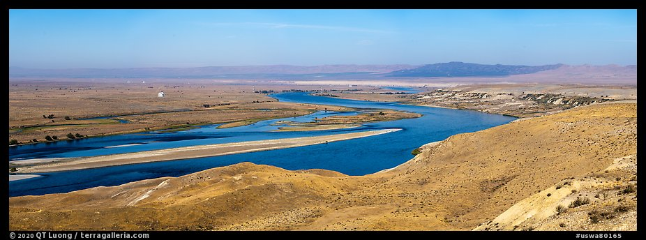 Columbia River, Hanford Sites, White Bluff area, Hanford Reach National Monument. Washington (color)