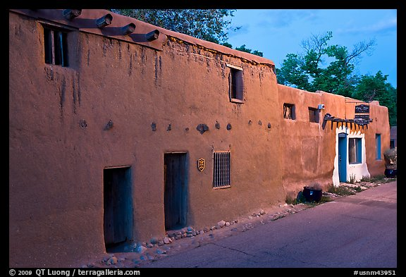 Casa Vieja de Analco, oldest house in the US, at dusk. Santa Fe, New Mexico, USA