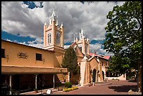 Old town plaza and San Felipe de Neri Church. Albuquerque, New Mexico, USA