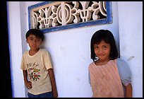 Two kids in front of a wall. Ben Tre, Vietnam ( color)
